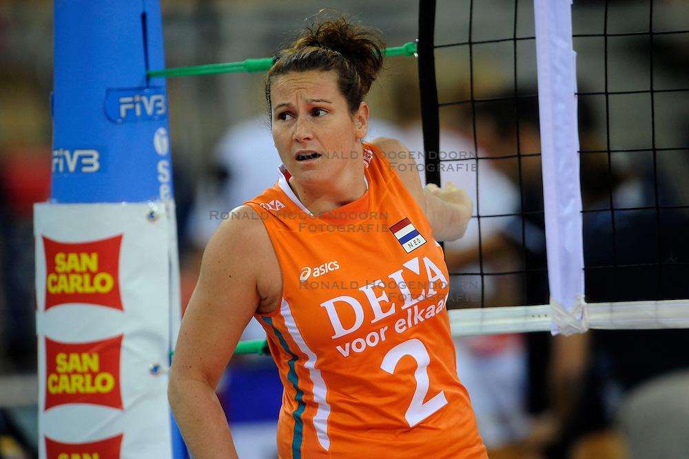 26-09-2009 VOLLEYBAL: EUROPEES KAMPIOENSCHAP SPANJE - NEDERLAND: LODZ<br /> Nederland verslaat ook Spanje met 3-0 / Monique Wismeijer<br /> &copy;2009-WWW.FOTOHOOGENDOORN.NL