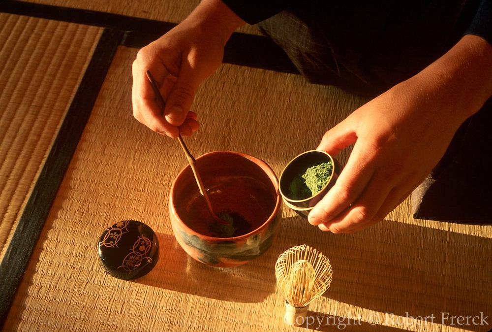 HAWAIIAN ISLANDS, OAHU ISLAND Japanese tea ceremony, East West Center