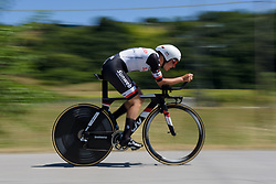 Lucinda Brand picks up speed on Stage 5 of the Giro Rosa - a 12.7 km individual time trial, starting and finishing in Sant'Elpido A Mare on July 4, 2017, in Fermo, Italy. (Photo by Sean Robinson/Velofocus.com)