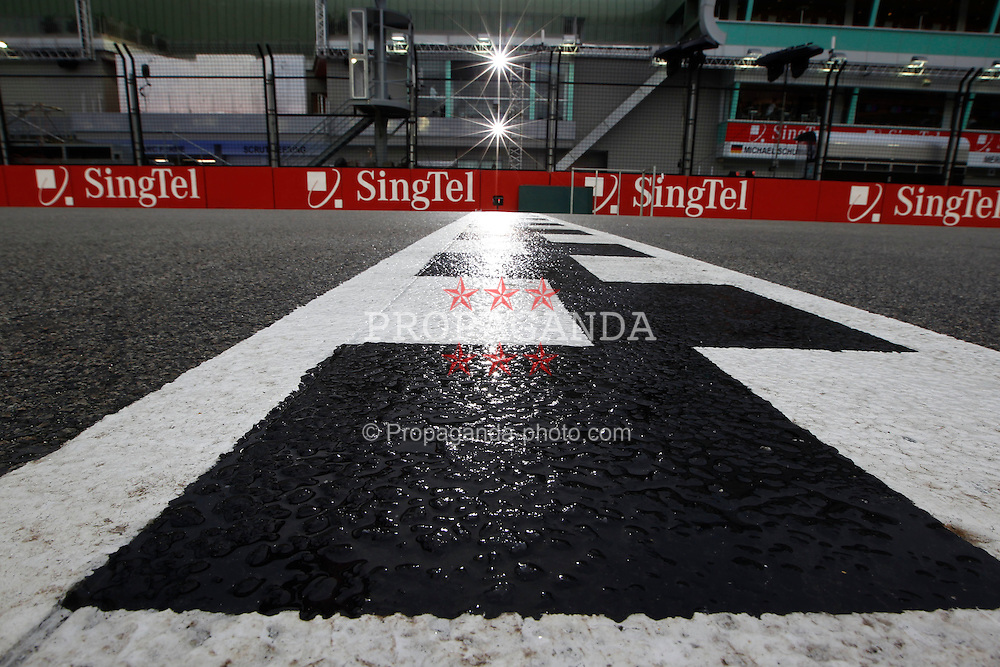 Motorsports / Formula 1: World Championship 2010, GP of Singapore, circuit, finish line, Ziellinie