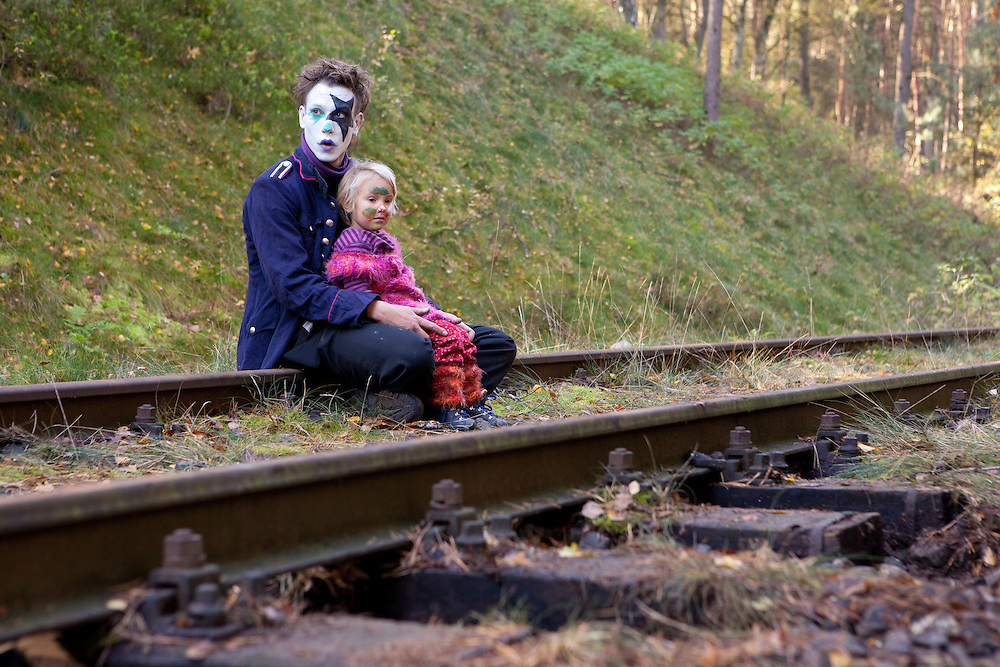 "Germany - Deutschland - Nuclear Energy & Waste - Resistance, Protest; Widerstand; Transport of Nuclear waste to Gorleben; HERE : before arrival of the trains; a clown activist with his child on the tracks; Kernenergie - Castortrabsport in das Zwischenlager Gorleben; ""Castor Schottern "" Probe, Pressetermin; Clown - Mann mit seiner Tochter auf den Gleisen; Hitzacker 23.10.2010; © Christian Jungeblodt"