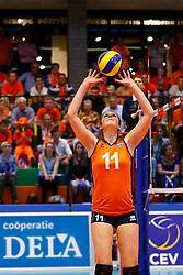 20140425 NED: Jong Oranje Vrouwen - Montenegro, Arnhem <br /> Juliet Lohuis (11) The Netherlands<br /> ©2014-FotoHoogendoorn.nl / Pim Waslander