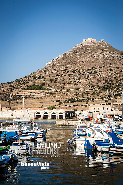 Favignana, Sicilia, Italia, 2016<br /> Il Castello di Santa Caterina visto dal porto. <br /> <br /> Favignana, Sicily, Italy, 2016<br /> A view of the St. Catherine Castle from the port.