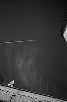 La cattedrale di San Cataldo (o duomo di San Cataldo) Ë una chiesa di Taranto, inizialmente dedicata a santa Maria Maddalena poi a san Cataldo vescovo. Fu costruita ad opera dei Bizantini nella seconda met? del X secolo, durante i lavori di ricostruzione della citt? voluti dall'imperatore Niceforo II Foca..Negli ultimi anni dell'XI secolo l'impianto bizantino venne rimaneggiato e si costruÏ l'attuale cattedrale a pianta basilicale. Tuttavia la vecchia costruzione non fu sostituita del tutto: il braccio longitudinale, ampliato e ribassato, incorporÚ la navata centrale con la profonda abside della chiesa bizantina, rimaste inalterata; l'altare Ë posto sotto la cupola e la vecchia navata divenne il transetto, tagliato poi dalle navate laterali, lasciando in vista una serie di colonnine che decoravano l'antica costruzione..Nel 1713 fu aggiunta la facciata barocca, opera dell'architetto leccese Mauro Manier (fonte Wikipedia http://it.wikipedia.org/wiki/Cattedrale_di_San_Cataldo)..