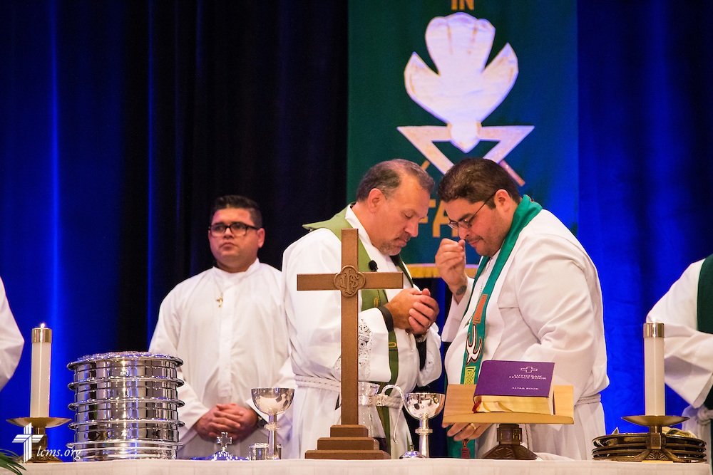 "The Lord's Supper is prepared during worship at the 5th Hispanic National Convention, ""¡Come and See!: Celebrating Our Gifts,"" at the Grand Hyatt Tampa Bay on Tuesday, July 28, 2015, in Tampa, Fla. LCMS Communications/Pamela Nielsen"