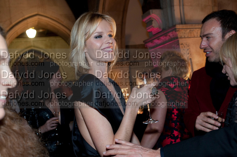 ALEXIS ROCHE; EVA HERZIGOVA, British Fashion awards 2009. Supported by Swarovski. Celebrating 25 Years of British Fashion. Royal Courts of Justice. London. 9 December 2009