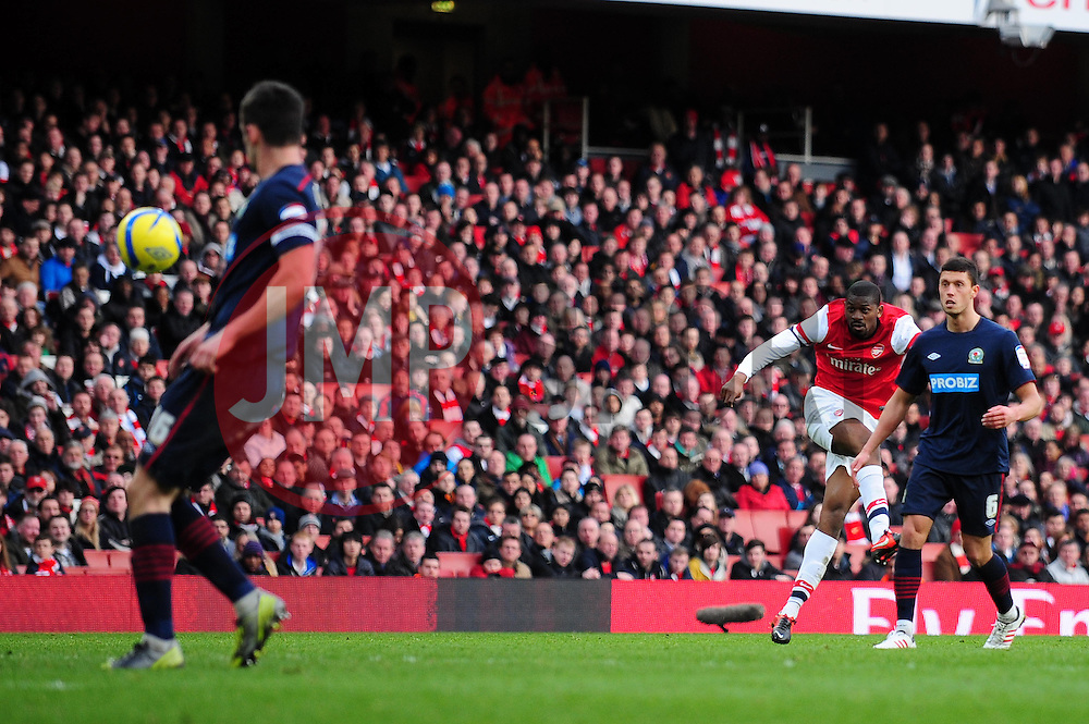 Arsenal's Abou Diaby shoots from distance - Photo mandatory by-line: Dougie Allward/JMP - Tel: Mobile: 07966 386802 16/02/2013 - SPORT - FOOTBALL - Emirates Stadium - London -  Arsenal V Blackburn Rovers - FA Cup - Fifth Round