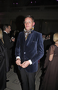 Giles Deacon, British Fashion Awards, V. & A. Museum. 2 November 2004. ONE TIME USE ONLY - DO NOT ARCHIVE  © Copyright Photograph by Dafydd Jones 66 Stockwell Park Rd. London SW9 0DA Tel 020 7733 0108 www.dafjones.com