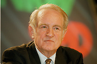 31 JAN 1998, GERMANY/DORTMUND:<br /> Johannes Rau, SPD, Ministerpräsident Nordrhein-Westfalen, auf dem Landesparteitag der SPD NRW<br /> IMAGE: 19980131-01/01-20