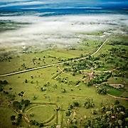 En montgolfi&egrave;re au dessus de l'Acre.<br /> Cassiano Marquez, ancien secr&eacute;taire du tourisme lance les premiers vols en montgolfi&egrave;re au dessus de l'Amazonie  Geoglyphes.   Sitio do Jacua&ccedil;a. Geoglifos. Paisagem no Acre. Brasil.