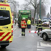 NLD/Huizen/20110202 - Dodelijk ongeval Karel Doormanlaan Huizen, jonge fietser onder vrachtwagen
