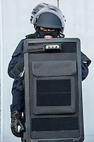 Membres de la BRI en tenue d'intervention<br /> Monsieur Bernard Cazeneuve, ministre de l'interieur, s'est rendu a Lyon, a l'Ecole Nationale Superieure de la Police afin de presenter ses voeux.A cet occasion il a visite les differents ateliers sur les capacites en cas d'intervention de la BAC, de la BRI, du RAID et de la PJ, sans oublier le CONSTOX, unite specialisee de constatation toxique de la police judiciaire.Il etait accompagn&eacute; du directeur general de la police nationale ainsi que de Michel Delpuech, Prefet de la region.
