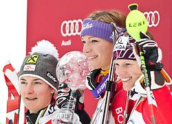 11.03.2010, Goudyberg Damen, Garmisch Partenkirchen, GER, FIS Worldcup Alpin Ski, Garmisch, Lady Giant Slalom, im Bild Podium Slalom Weltcup 2009 2010 Damen, zweitplazierte Zettel Kathrin ( AUT ), erstplazierte Riesch Maria ( GER ) mit der kleinen Kristallkugel, drittplazierte Schild Marlies, ( AUT ), EXPA Pictures © 2010, PhotoCredit: EXPA/ J. Groder / SPORTIDA PHOTO AGENCY