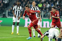 10.04.2013, Juventus Stadium, Turin, ITA, UEFA Champions League, Juventus Turin vs FC Bayern Muenchen, Viertelfinale, Rueckspiel, im Bild Torschuetze Mario MANDZUKIC (FC Bayern Muenchen) jubelt nach seinem tor zum 0:1, rechts dahinter Javi MARTINEZ (FC Bayern Muenchen) // during the UEFA Champions League best of eight 2nd leg match between Juventus FC and FC Bayern Munich at the Juventus Stadium, Torino, Italy on 2013/04/10. EXPA Pictures © 2013, PhotoCredit: EXPA/ Eibner/ Global..***** ATTENTION - AUSTRIA ONLY *****