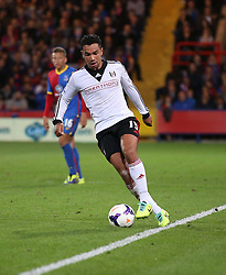 Fulham's Kieran Richardson on the ball - Photo mandatory by-line: Robin White/JMP - Tel: Mobile: 07966 386802 21/10/2013 - SPORT - FOOTBALL - Selhurst Park - London - Crystal Palace V Fulham - Barclays Premier League