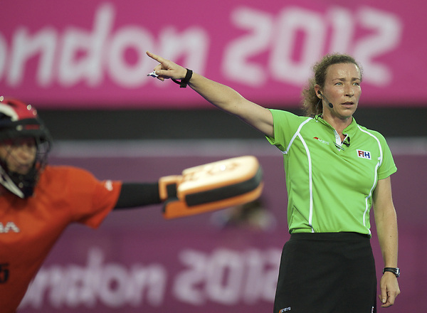 LONDON - Olympische Spelen 2012.Women match .Argentina v Umited States.foto: Umpire C. Adenot..FFU PRESS AGENCY COPYRIGHT FRANK UIJLENBROEK.