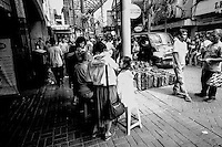 Pusat perbelanjaan ini dibangun pada tahun 1820 sebagai Passer Baroe sewaktu Jakarta masih bernama Batavia. Orang yang berbelanja di Passer Baroe adalah orang Belanda yang tinggal di Rijswijk (sekarang Jalan Veteran).[2] Toko-toko di Passer Baroe dibangun dengan gaya arsitektur Cina dan Eropa.