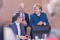 06 NOV 2019, BERLIN/GERMANY:<br /> Heiko Maas (L), SPD, Bundesaussenminister, Olaf Scholz (M), SPD, Bundesfinanzminister, und Angela Merkel (R), CDU, Budneskanzlerin, im Gespraech, vor Beginn der Kabinettsitzung, Bundeskanzleramt<br /> IMAGE: 20191106-01-024<br /> KEYWORDS: Kabinett, Sitzung, Gespräch