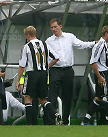 Photo: Andrew Unwin.<br /> Newcastle United v Villarreal. Pre Season Friendly. 05/08/2006.<br /> Newcastle's Damien Duff (L) is substituted by his manager, Glenn Roeder (R).