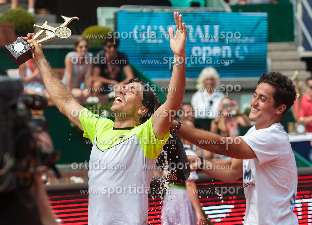 08.08.2015, Sportpark, Kitzbuehel, AUT, ATP World Tour, Generali Open, Finale, Doppel, im Bild v.l.: Carlos Berlocq (ARG) und Nicolas Almagro (ESP) // f.l.: Carlos Berlocq of Argentina and Nicolas Almagro of Spain celebrate after winning men' s duobles Final match of the Generali Open tennis tournament of the ATP World Tour at the Sportpark in Kitzbuehel, Austria on 2015/08/08. EXPA Pictures © 2015, PhotoCredit: EXPA/ JFK