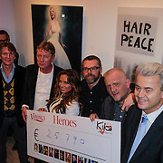 NLD/Amsterdam/20121126- Kika veiling 2012 foto's Veronica gids, Cheque overhandiging met Eric de Zwart, Tatjana Simic, Lieke van Lexmond, William Rutten, Marco Lap en Geert Wilders
