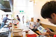 Cafeteria hos New Start. New Start är en organisation i Japan som hjälper personer med en hikikomoriproblematik, dvs en social isolering.