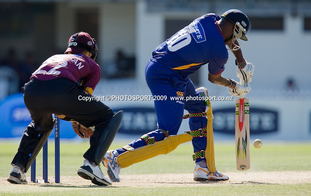 Dimitri Mascarenhas bats during the State Shield cricket final between the State Northern Knights and State Otago Volts won by the Knights by 49 runs at Seddon Park, Hamilton, New Zealand, Saturday 31 January 2009.  Photo: Stephen Barker/PHOTOSPORT