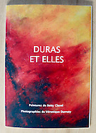 Catalogue Exposition &quot;Duras et Elles&quot; - par Betty Clavel et V&eacute;ronique Durruty - 21 x 30 cm 18 euros TTC<br /> <br /> exemplaire sign&eacute; et d&eacute;dicac&eacute; sur demande aupr&egrave;s de V&eacute;ronique Durruty<br /> v.durruty@gmail.com