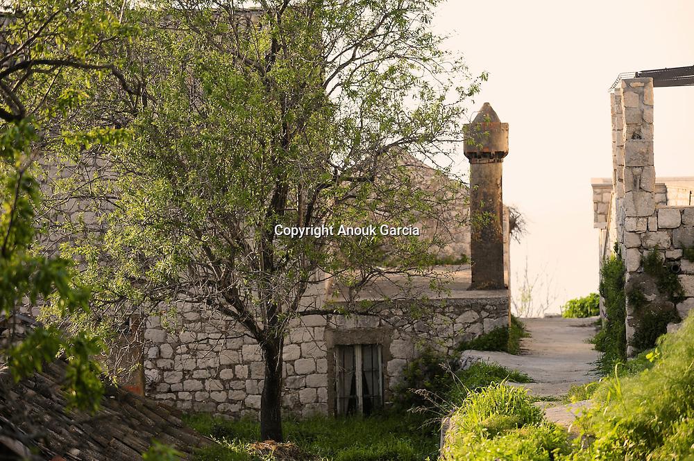 Les chemine?es ont e?te? le signe distinctif de richesse. Elles constituent le patrimoine architecturale du village.