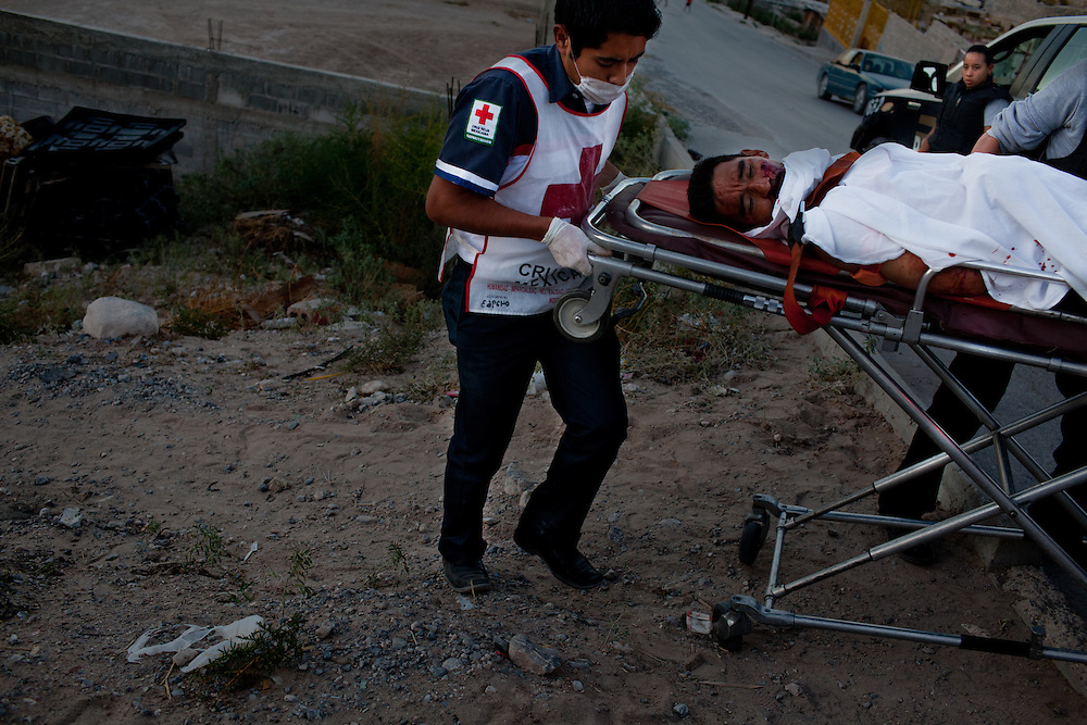 The Mexican Red Cross takes a shooting victim to the hospital after a shootout in Ciudad Juarez left the victim badly injured, he was able to retreat to a nearby residence but suffered from severe gunshot wounds.