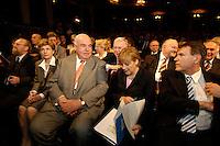 """16 JUN 2005, BERLIN/GERMANY:<br /> Wolfgang Thierse, SPD, Bundestagspraesident, Meike Richter, Lebensgefaehrtin von Helmut Kohl, Helmut Kohl, CDU, Bundeskanzler a.D., Angela Merkel, CDU Bundesvorsitzende, Michael Glos, CSU, Stellv. Fraktionsvors. CDU/CSU Fraktion, (1. Reihe, v.L.n.R.), Festveranstaltung """"60 Jahre CDU. Erfolgreich fuer Deutschland"""", anlaesslich des 60jährigen Bestehens des CDU, Berliner Ensemble <br /> IMAGE: 20050616-02-018<br /> KEYWORDS: Gespräch, Gespraech"""