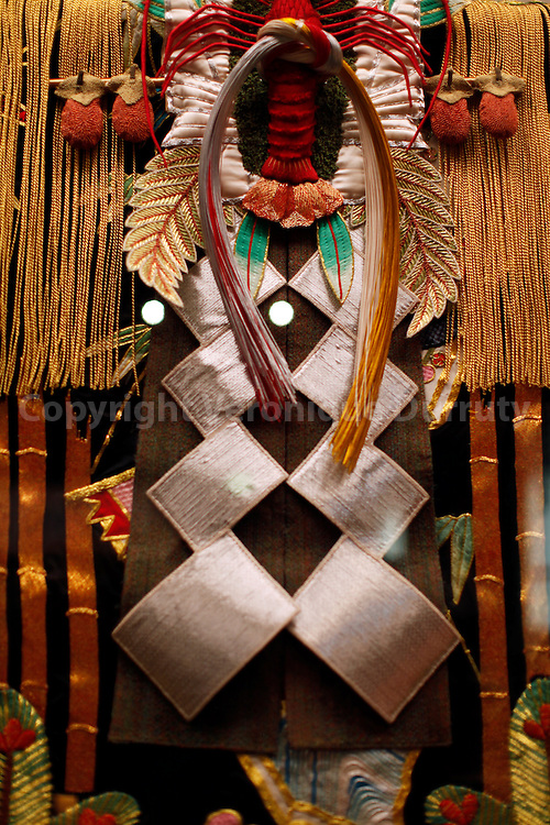 "Agemaki's costume of Kabuki programm : ""Sukeroku yukari No Edozakura"". Edo museum, Tokyo, Honshu, Japan // Détail du costume de Agemaki dans le spectacle de Kabuki : ""Sukeroku yukari No Edozakura"". Costume utilisé en 1992 et conservé au muséee de Edo museum, Tokyo, Honshu, Japon."