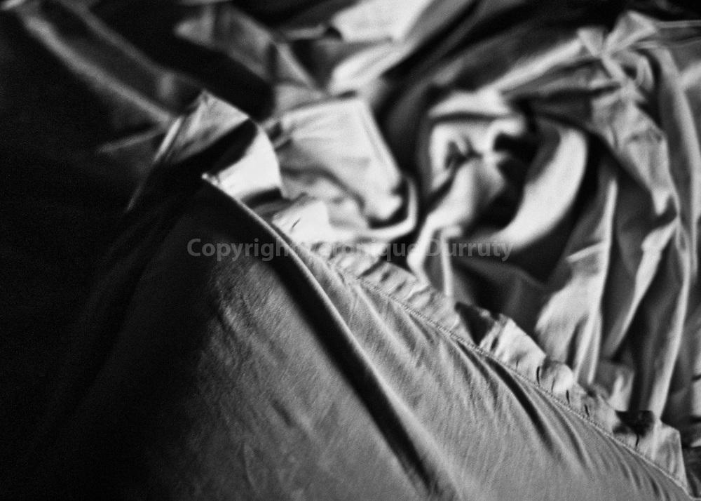 In my room, 2015<br /> <br /> s&eacute;rie &quot;Ma croix&quot;<br /> Inspir&eacute; par Gloria, album Horses de Patti Smith<br /> <br /> 15 cm x  21 cm<br /> Tirage pigmentaire sur papier Hahnem&uuml;hle baryt&eacute; ( A VOIR )<br /> Edition de 3 exemplaires<br /> <br /> me contacter v.durruty@gmail.com<br /> <br /> autres formats disponibles.