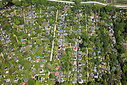 Nederland, Amsterdam, Westerpark, 25-05-2010. Overbraker binnenpolder, tuinhuisjes op de volkstuin complex 'Nut en Genoegen'..sheds on the allotments 'Utility and Pleasure'.luchtfoto (toeslag), aerial photo (additional fee required).foto/photo Siebe Swart