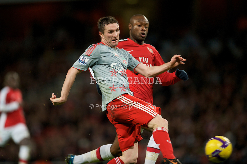 LONDON, ENGLAND - Sunday, December 21, 2008: Liverpool's Robbie Keane scores the equalising goal against Arsenal during the Premiership match at the Emirates Stadium. (Photo by David Rawcliffe/Propaganda)