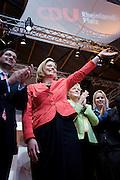Bingen | 17.04.2010..Beim Landesparteitag der CDU Rheinland-Pfalz in Bingen wurde am Samstag (17.04.2010) die Bundestagsabgeordnete und ehemalige Weinkoenigin Julia Kl?ckner zur Kandidatin der CDU f?r das Amt des Ministerpraesidenten in Rheinland-Pfalz f?r die Landtwagswahl 2011 gew?hlt. Hier: Julia Kloeckner winkt...Foto: peter-juelich.com..[No Model Release | No Property Release]