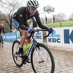 WEVELGEM (BEL) wielrennen: De vrouweneditie van Gent-Wevelgem werd verreden onder zware omstandigheden. <br /> Vera Koedooder