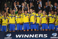 FUSSBALL: UEFA  U21-EUROPAMEISTERSCHAFT  2015  FINALE Schweden - Portugal     30.06.2015  Schweden ist Europameister 2015: Oscar Hiljemark (Mitte) reckt den Pokal in die Hoehe