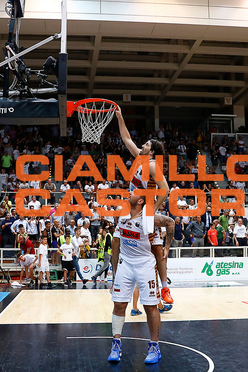Ariel Filloy, Esteban Batista<br /> Dolomiti Energia Trento - Umana Reyer Venezia<br /> Lega Basket Serie A 2016-2017<br /> Playoff FINALE Gara 6<br /> Avellino 20/06/2017<br /> Foto Ciamillo-Castoria