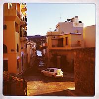 Kreta,Agios Nicolaos , 23 juli 2013.<br /> Een straatje in het kustplaatsje Agios Nicolaos in het Noord Oosten van Kreta.<br /> Summer holiday on the Greek island of Crete. Streetview.