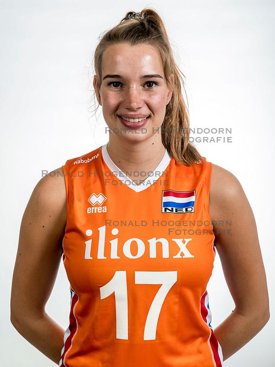 22-05-2017 NED: Nederlands volleybalteam vrouwen, Utrecht<br /> Photoshoot met Oranje vrouwen seizoen 2017 / Nicole Oude Luttikhuis #17