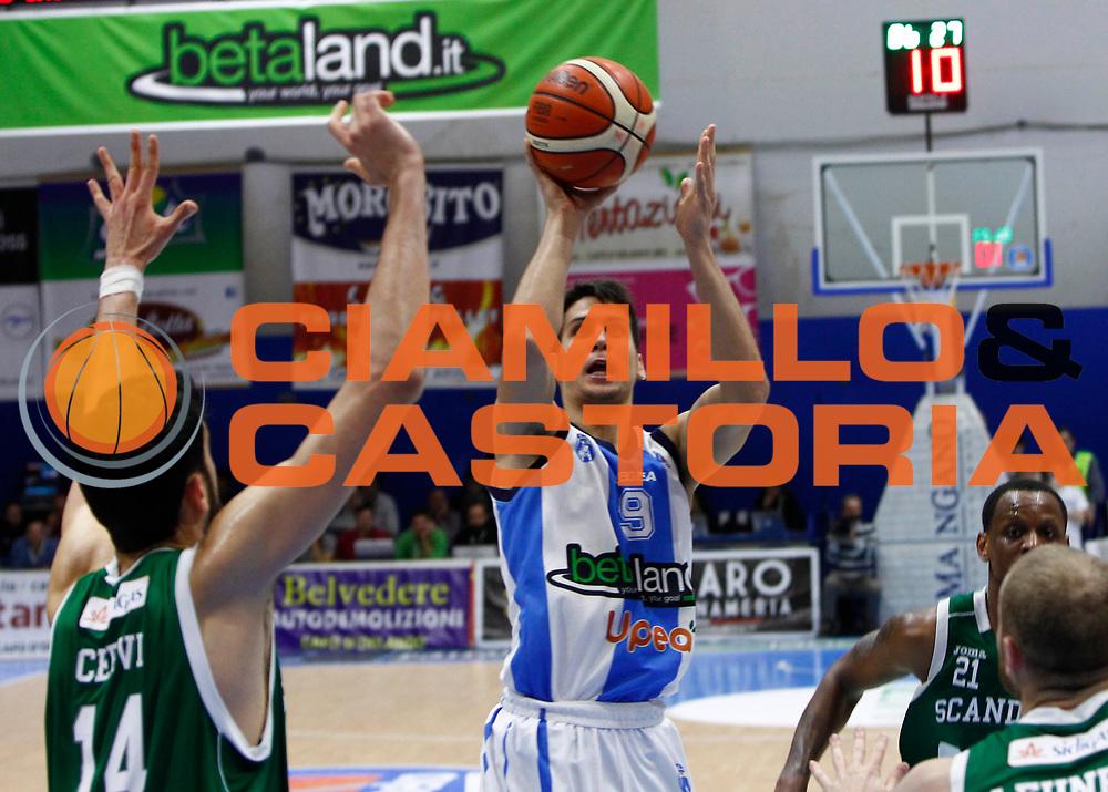 Capo dOrlando 27 Dicembre 2015<br /> BASKET Lega A Beko<br /> Betaland Orlandina Basket - Sidigas Avellino<br /> NELLA FOTO zoltan perl al tiro<br /> FOTO CIAMILLO