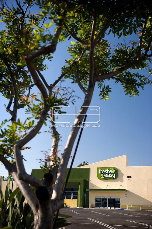 3rd November 2007. Los Angeles, California. 'Fresh & Easy'. The world's third largest retailer, Tesco, expands its empire into the United States. The 'Fresh & Easy' grocery stores are in Arizona, California and Nevada. Pictured is the Los Angeles store before its official opening. PHOTO © JOHN CHAPPLE / REBEL IMAGES