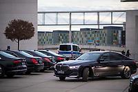 DEU, Deutschland, Germany, Berlin, 14.01.2020: Dienstwagen (BMW, Mercedes, Audi) vom Fahrdienst des Bundestags parken auf dem Platz vor dem Deutschen Bundestag.