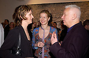 Fiona Rae, Lady Helen Taylor and Michael Craig-Martin. Timothy Taylor new gallery opening, Dering  St. 20 May 2003. © Copyright Photograph by Dafydd Jones 66 Stockwell Park Rd. London SW9 0DA Tel 020 7733 0108 www.dafjones.com