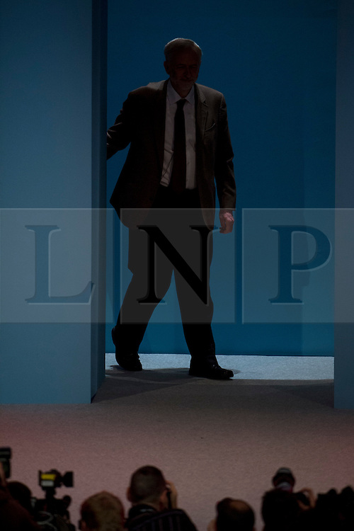 © Licensed to London News Pictures. 29/09/2015. Brighton, UK. Labour party leader JEREMY CORBYN arriving on stage to deliver his leaders speech on day three of the 2015 Labour Party Conference, held at the Brighton Centre in Brighton, East Sussex.  Photo credit: Ben Cawthra/LNP