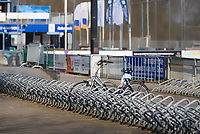 BUSSUM - Ook de velden van de Gooische zijn afgesloten ivm Coronavirus. …..Eeen achtergebleven fiets in de fietsenstalling COPYRIGHT KOEN SUYK