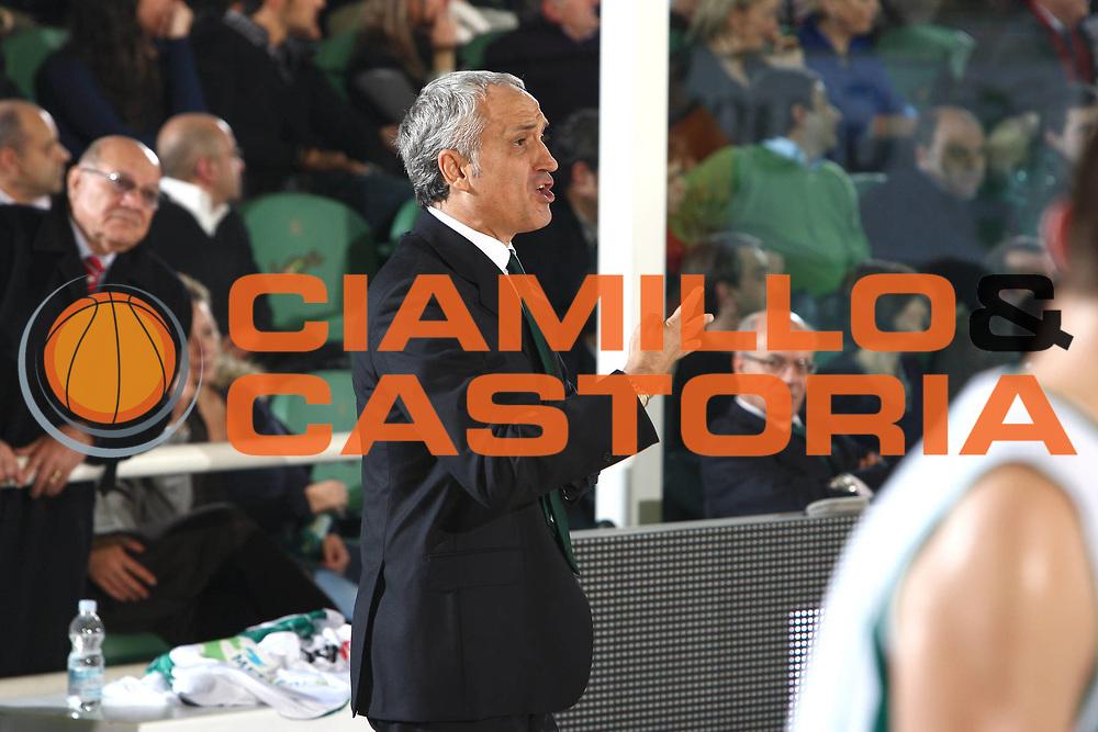 DESCRIZIONE : Avellino Lega A 2009-10 Air Avellino Montepaschi Siena<br /> GIOCATORE : Cesare Pancotto <br /> SQUADRA : Air Avellino <br /> EVENTO : Campionato Lega A 2009-2010 <br /> GARA : Air Avellino Montepaschi Siena<br /> DATA : 29/11/2009<br /> CATEGORIA : coach ritratto schema<br /> SPORT : Pallacanestro <br /> AUTORE : Agenzia Ciamillo-Castoria/C.De Massis<br /> Galleria : Lega Basket A 2009-2010 <br /> Fotonotizia : Avellino Lega A 2009-10 Air Avellino Montepaschi Siena<br /> Predefinita :