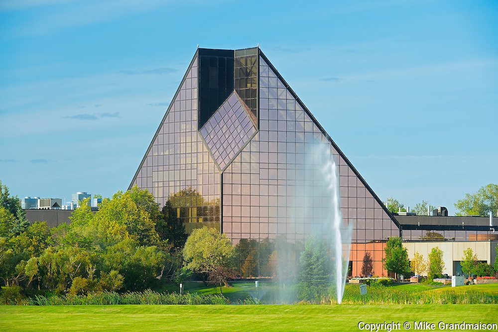Royal Canadian Mint and fountain<br /> Winnipeg<br /> Manitoba<br /> Canada
