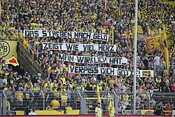 04.05.2013, Signal Iduna Park, Dortmund, GER, 1. FBL, Borussia Dortmund vs FC Bayern Muenchen, 32. Runde, im Bild Plakat in der Suedkurve mit der Aufschrift Streben nach Geld zeigt wie vil Herz man wirklich hat?Ķ Verpiss dich Mario GOETZE (Borussia Dortmund - BVB - 10) // during the German Bundesliga 32th round match between Borussia Dortmund and FC Bayern Munich at the Signal Iduna Park, Dortmund, Germany on 2013/05/04. EXPA Pictures © 2013, PhotoCredit: EXPA/ Eibner/ Gerry Schmit..***** ATTENTION - OUT OF GER *****